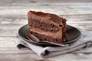 Mocha-frosted devil's food cake - Vintage recipe
