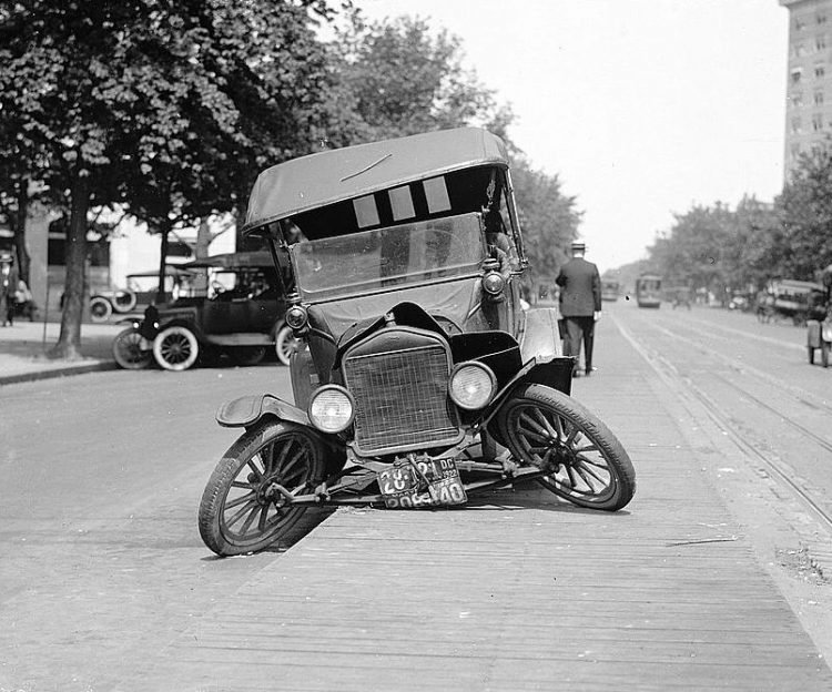 Model T Ford car accident 1922