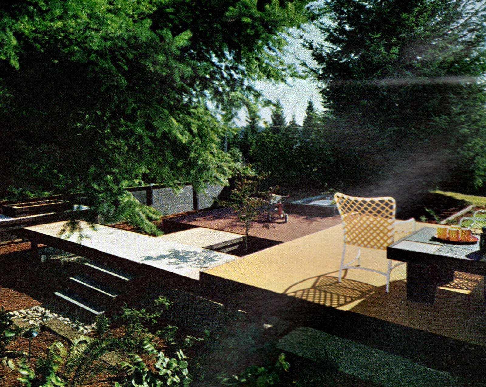 Modernist backyard style from 1966