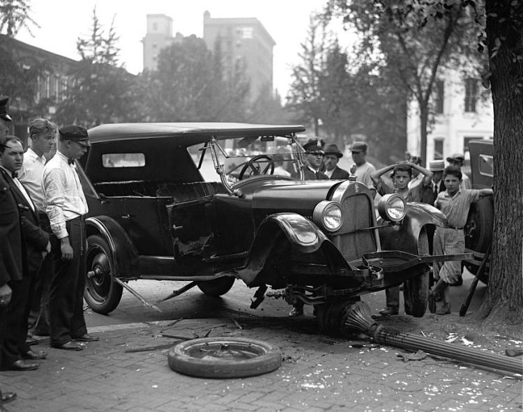 Motor vehicle collision in 1926