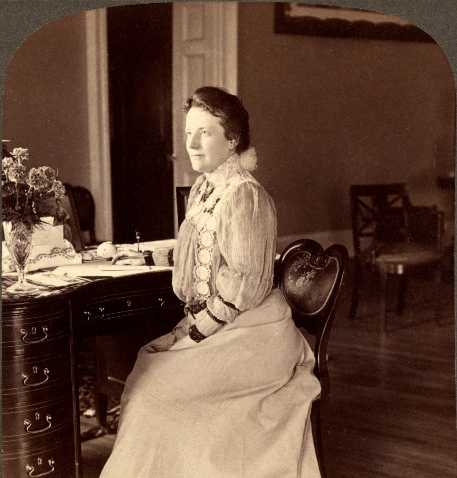 Mrs Theodore Roosevelt, at home in the White House (1903)