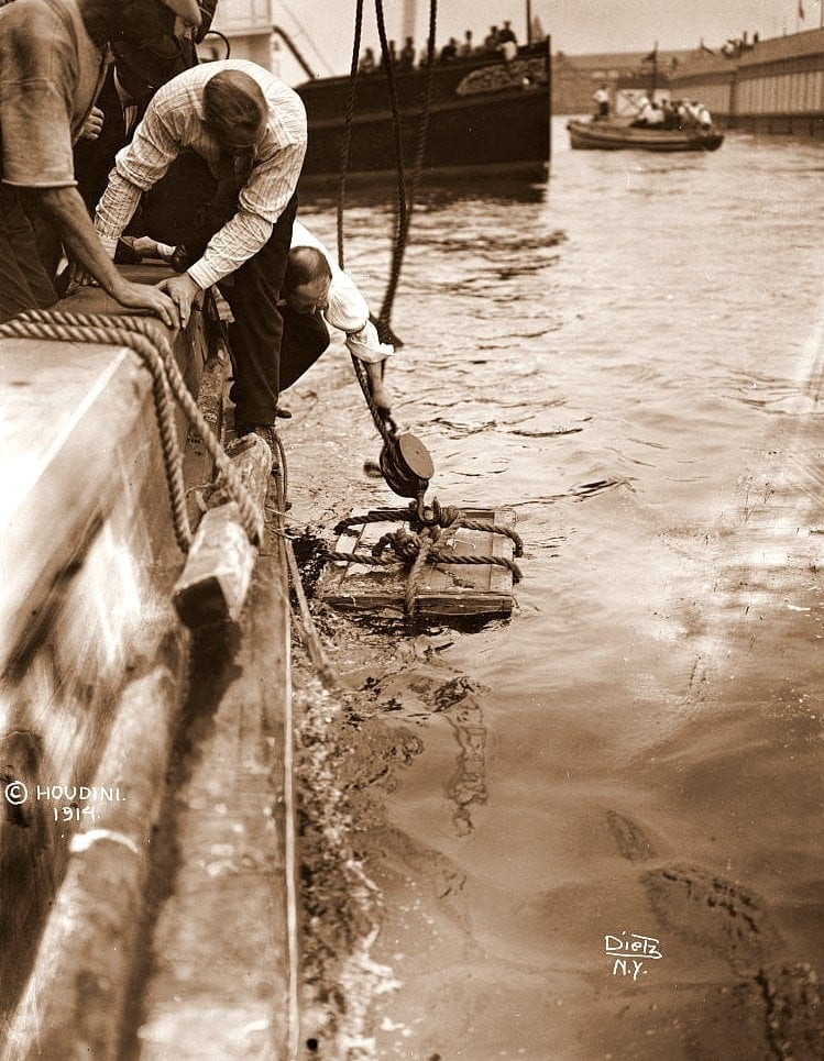 Harry Houdini's underwater box escape - see photos & find out how he did this famous trick (1912)