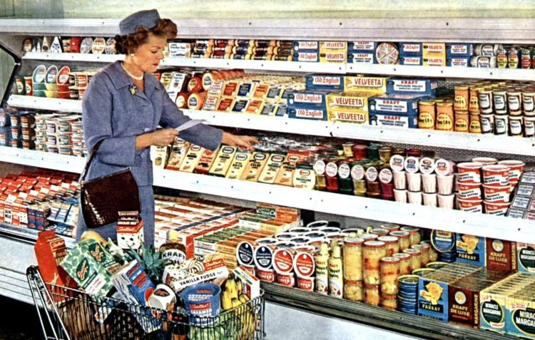 Old 1950s grocery store scene