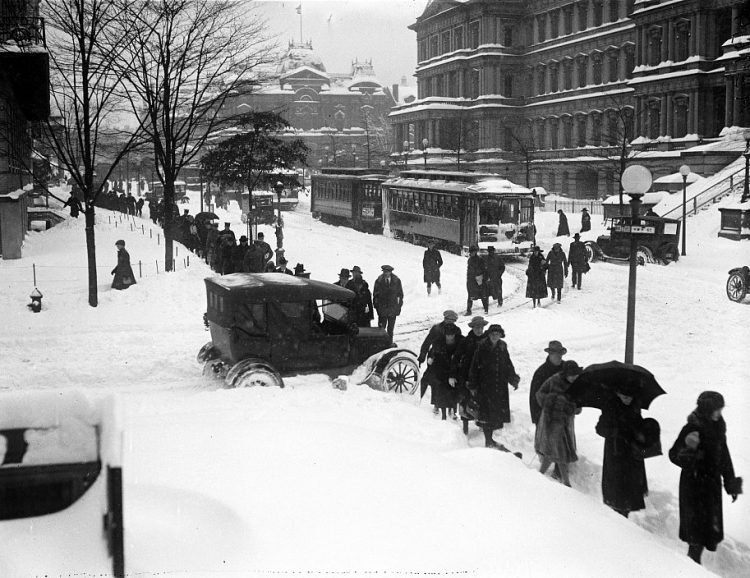 Old 20s snowstorm in Washington DC 1922 (2)