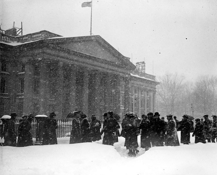 Old 20s snowstorm in Washington DC 1922 (4)