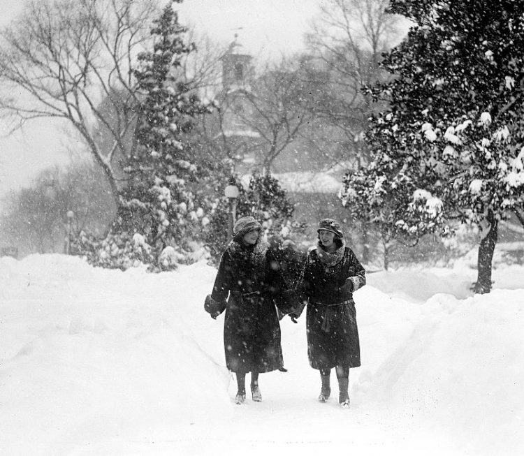 Old 20s snowstorm in Washington DC 1922 (5)
