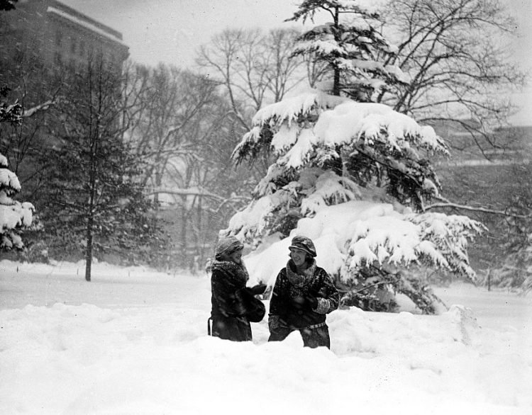 Old 20s snowstorm in Washington DC 1922 (7)