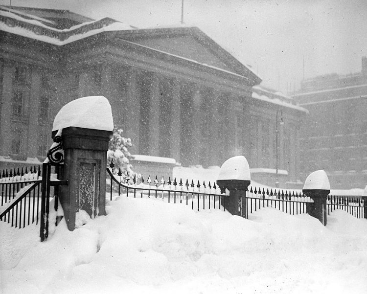 Old 20s snowstorm in Washington DC 1922 (8)