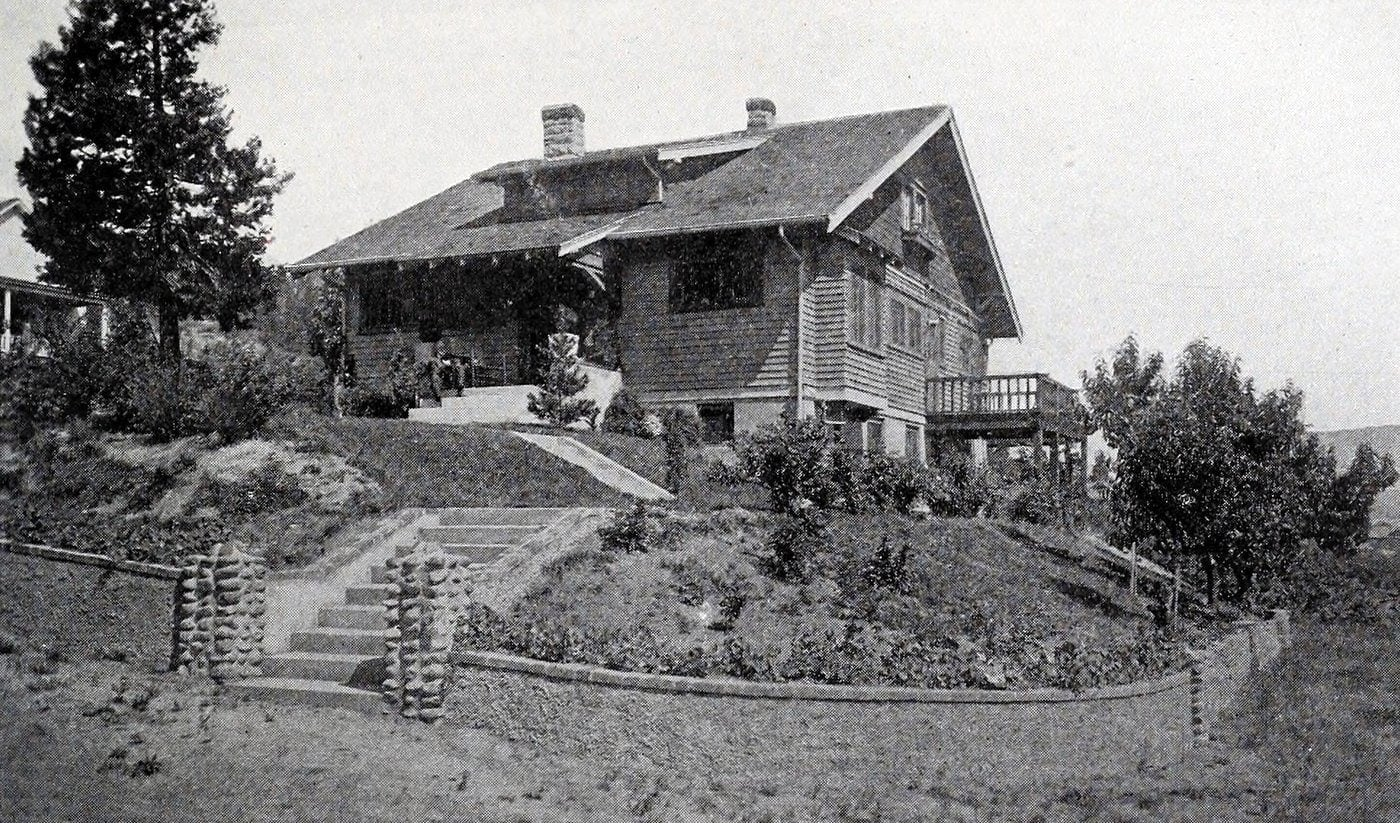 Old Craftsman-style home (11)