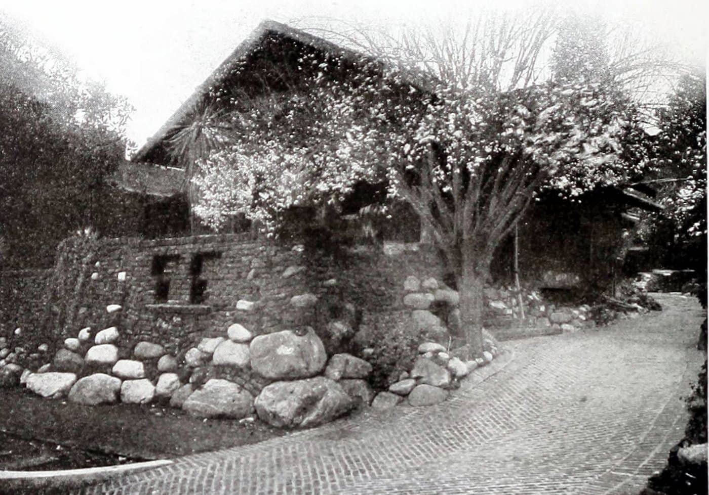 Old Craftsman-style home (3)