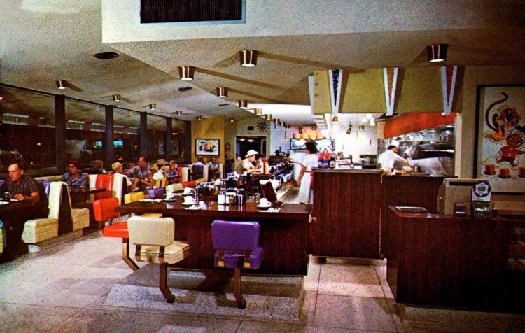 Old Sambo's Restaurant interior postcard