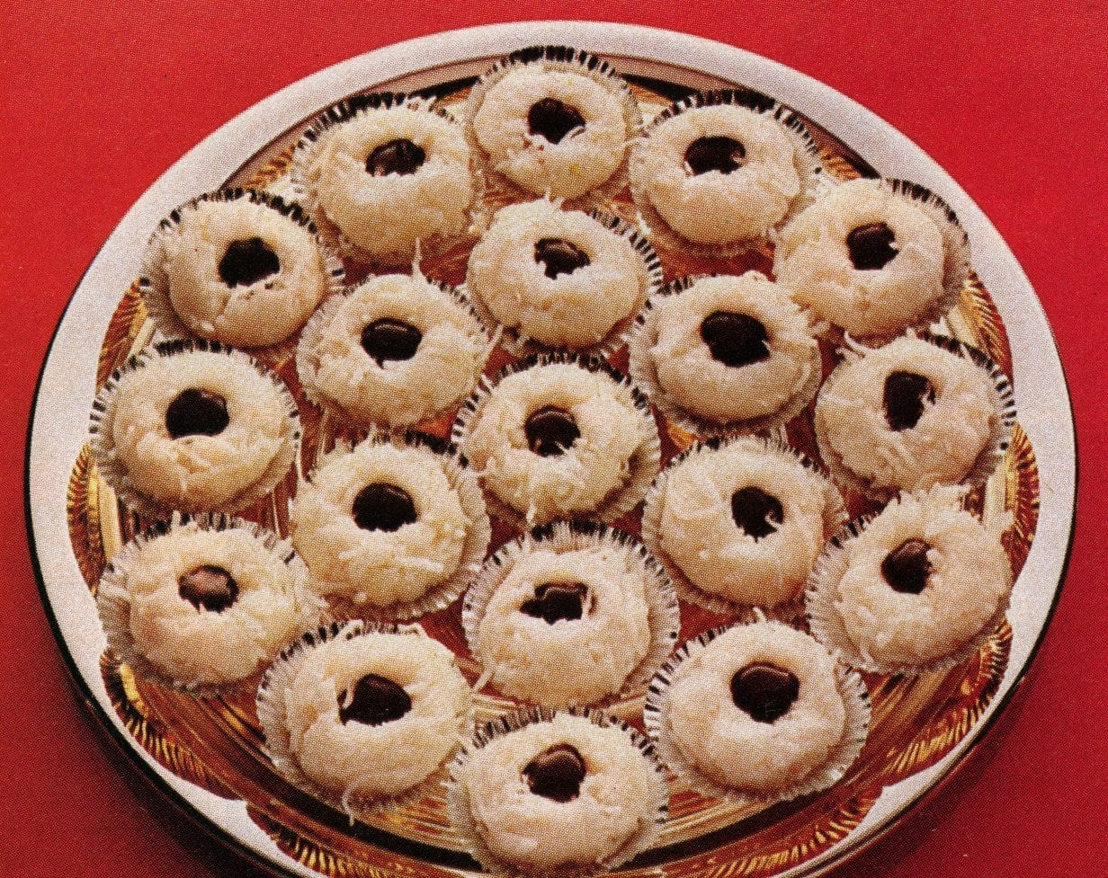 Old-fashioned Christmas coconut joy cookies (1979)
