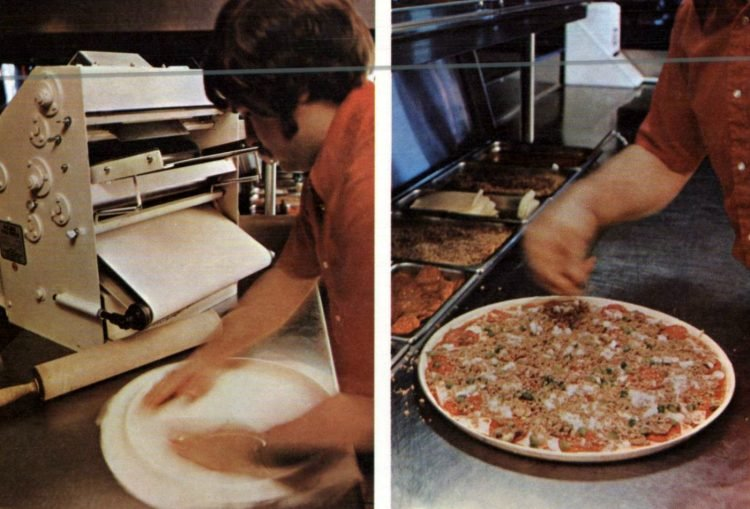 Old-fashioned Pizza Hut restaurants - 1973 (2)