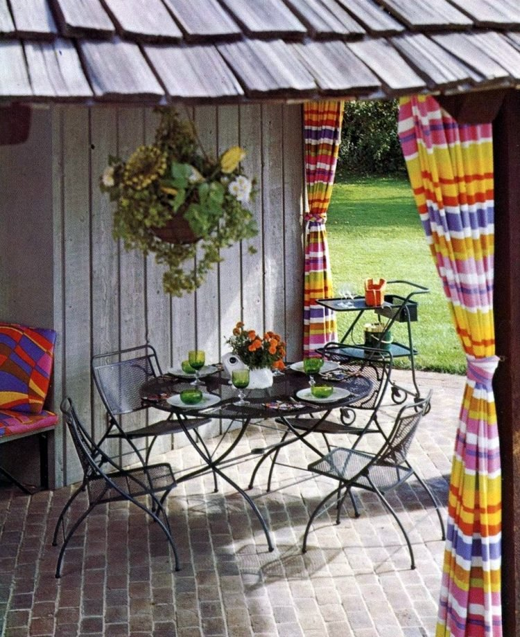 Old-fashioned backyard patio furniture from 1972 (3)
