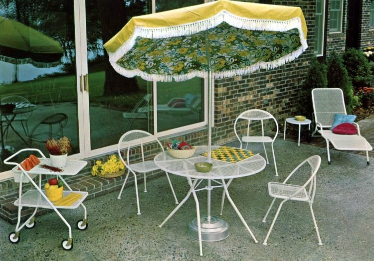Old-fashioned backyard patio furniture from 1972 (5)