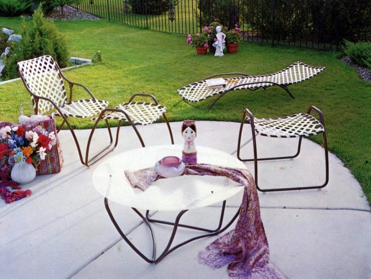 Old-fashioned backyard patio furniture from 1972 (7)