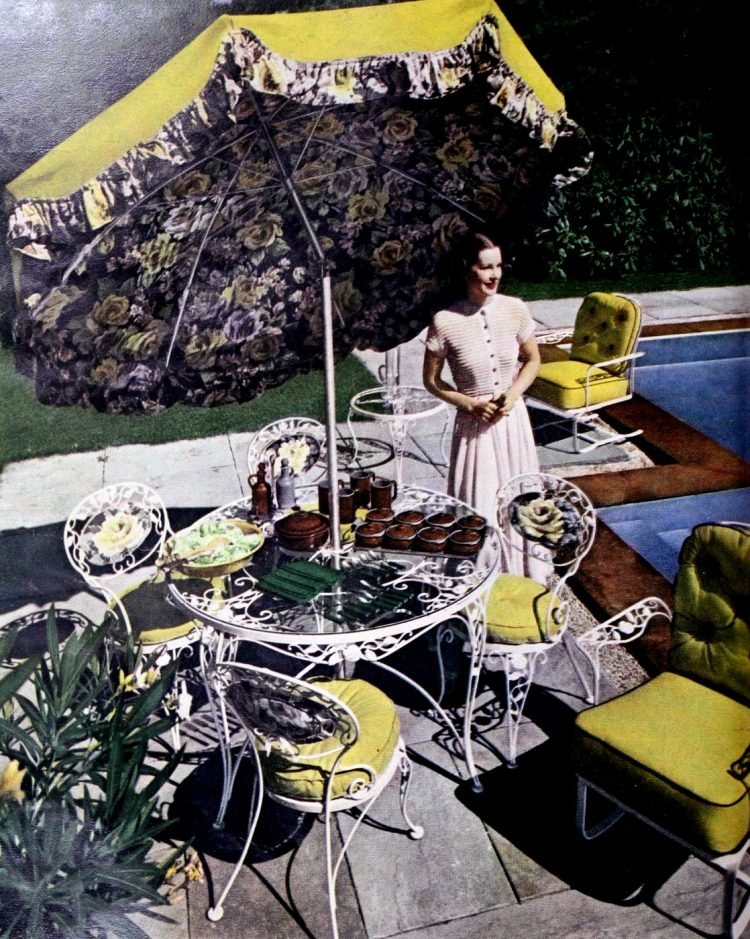 Old fashioned garden patio furniture from the 1940s (2)