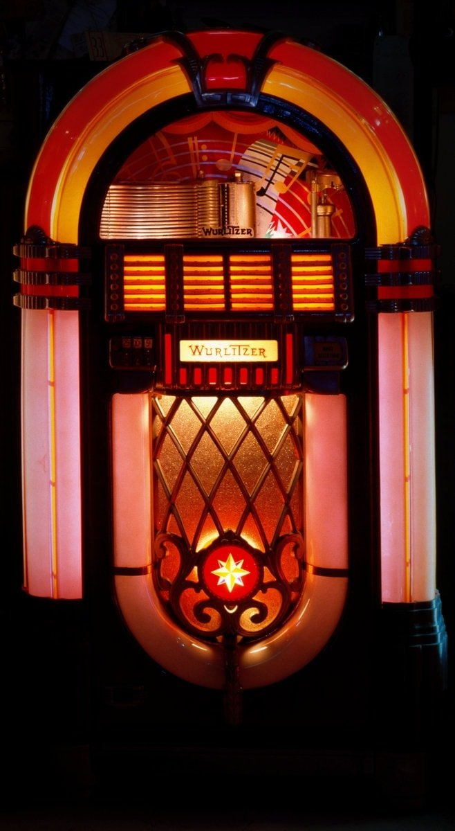 Old jukeboxes with lights (3)