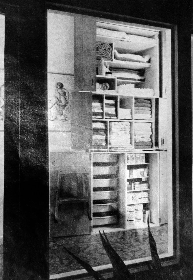 Organized linen closet - Vintage sixties Scholz Mark 60 house