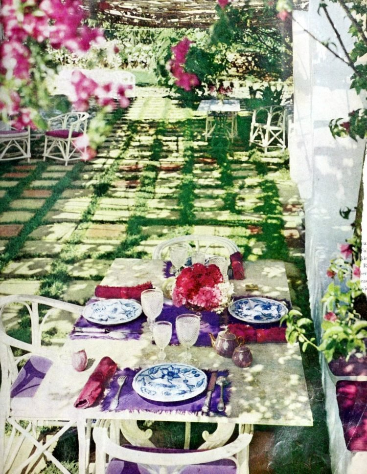 Outdoor garden tablesetting idea from 1970