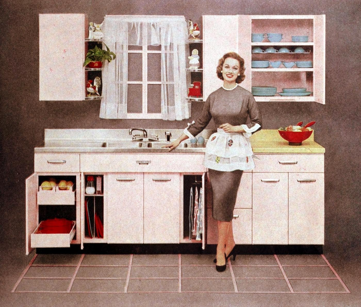 Pale pink 50s model kitchen decor with brown walls