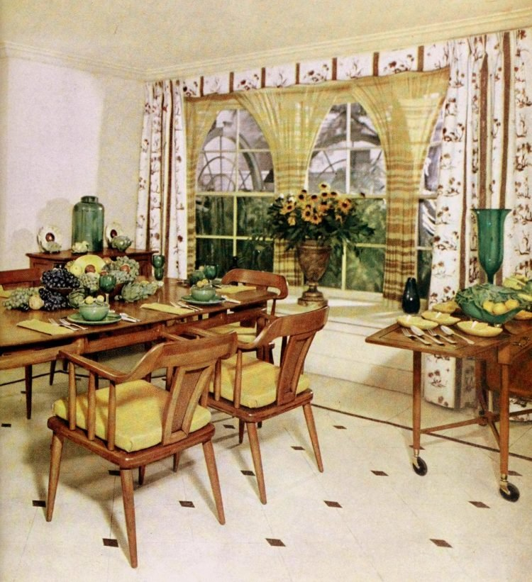 Party table decor from 1957 (1)