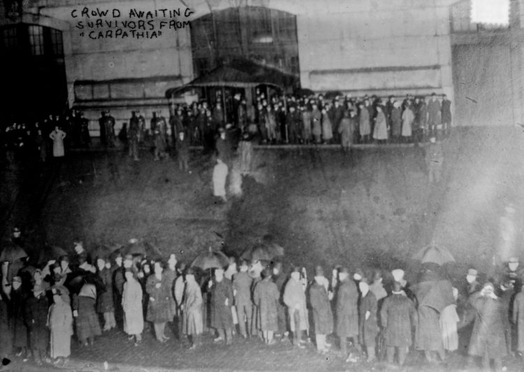 People in New York waiting to greet the Titanic survivors