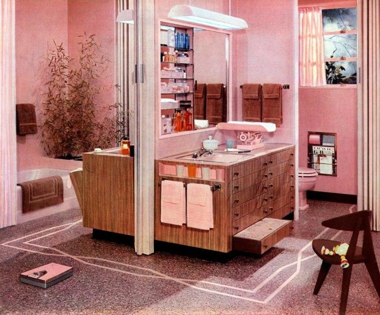 Vintage pink bathrooms: A thoroughly feminine midcentury bathroom suite (1957)