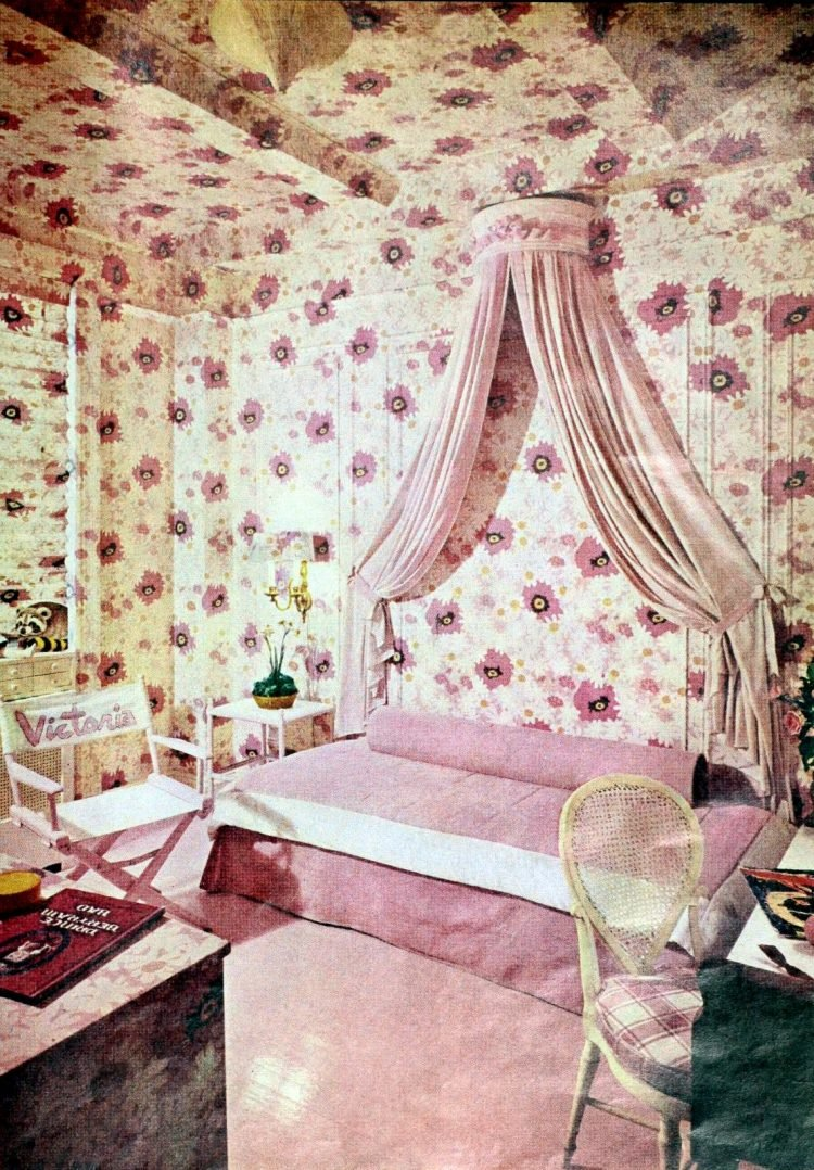 Pink floral bedroom style from the 1970s