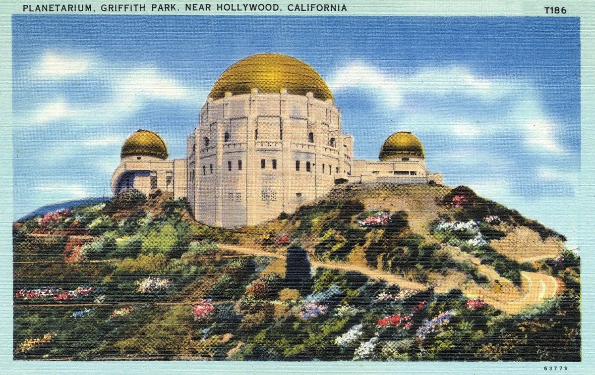 Planetarium at Griffith Park, near Hollywood - Vintage postcard from 1930s-1940s