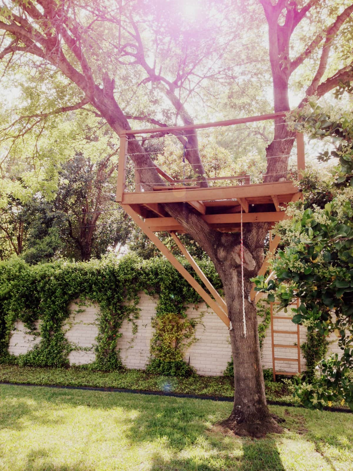 Platform treehouse with lumber supports