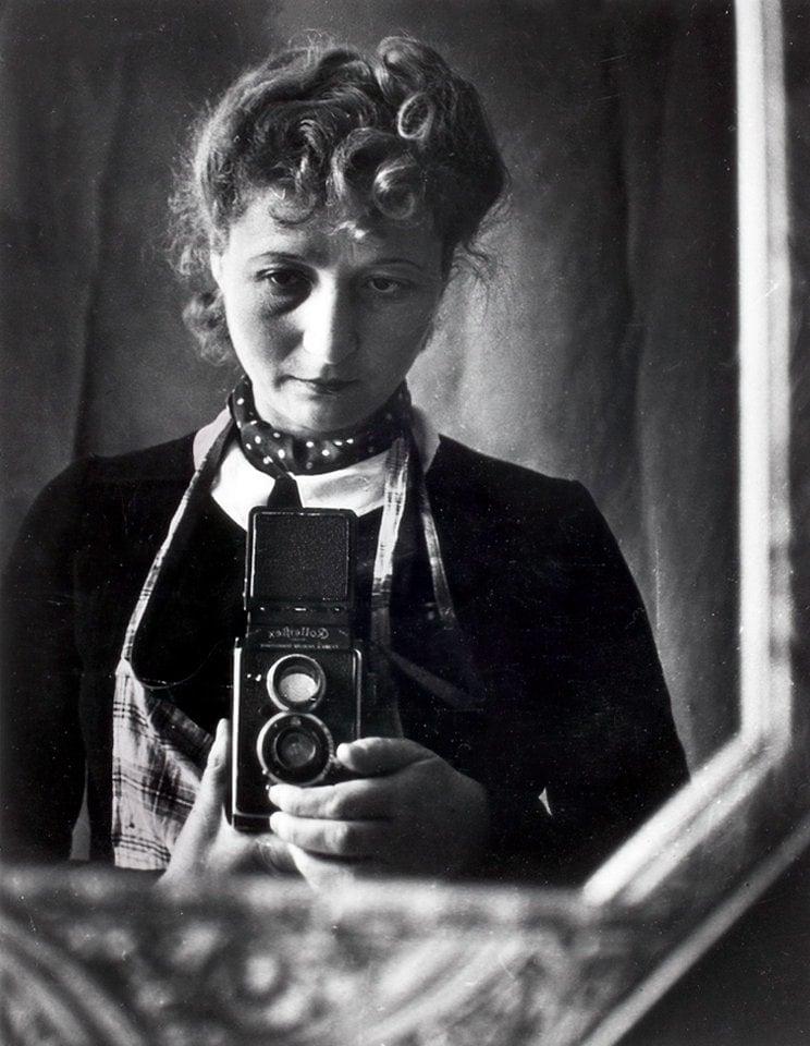 Polish photojournalist Julia Pirotte vintage selfie (1930) at ClickAmericana com