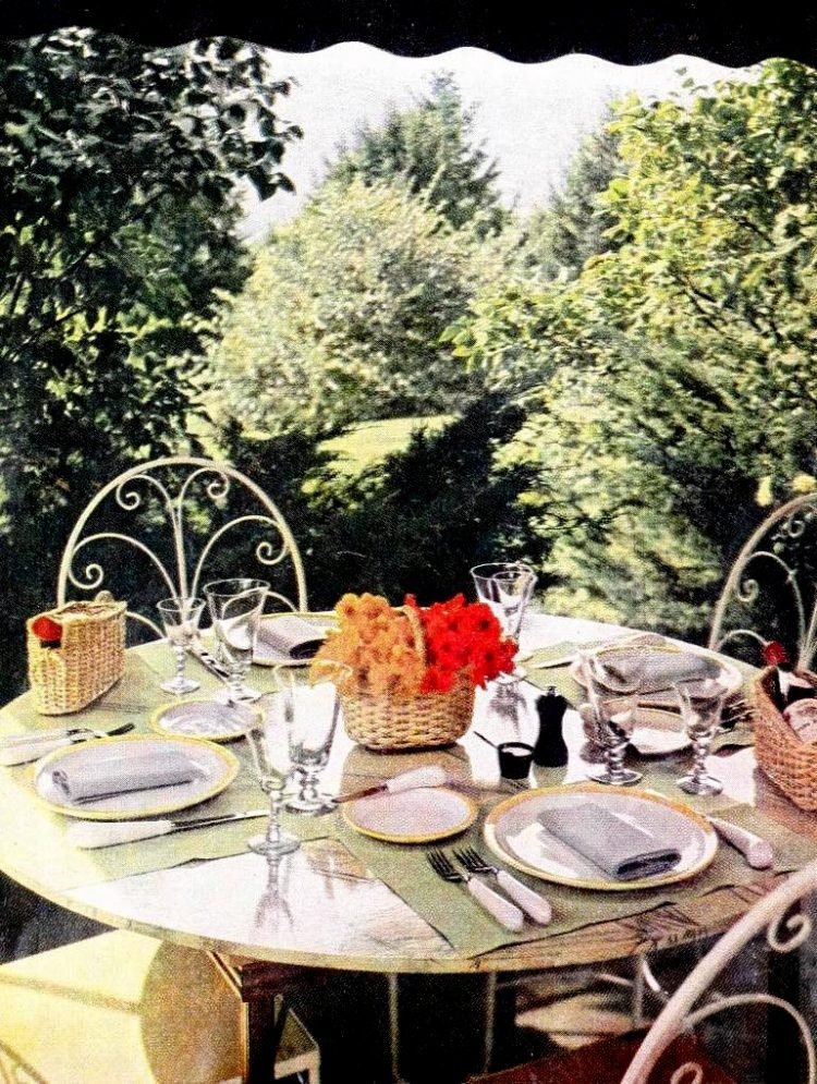 Pretty vintage dining table ideas from the 1950s (4)