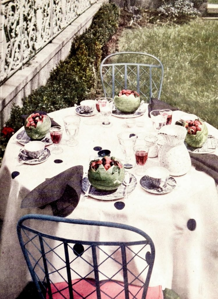 Pretty vintage dining table ideas from the 1950s (5)