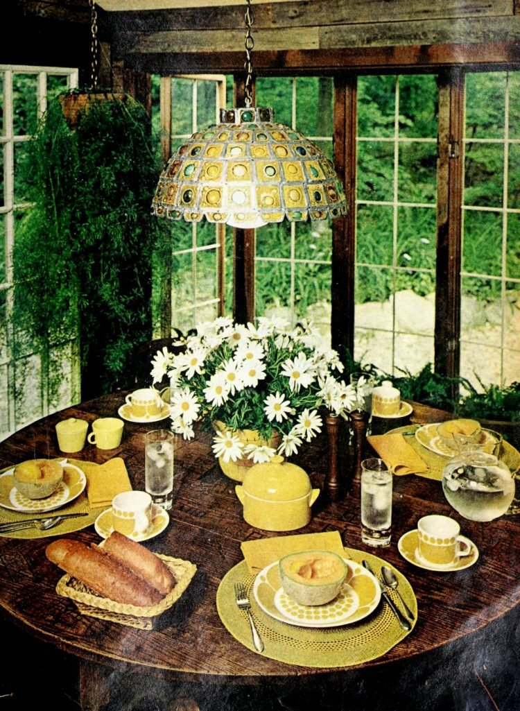 Pretty ways to set the table - Vintage tips from 1976 (2)