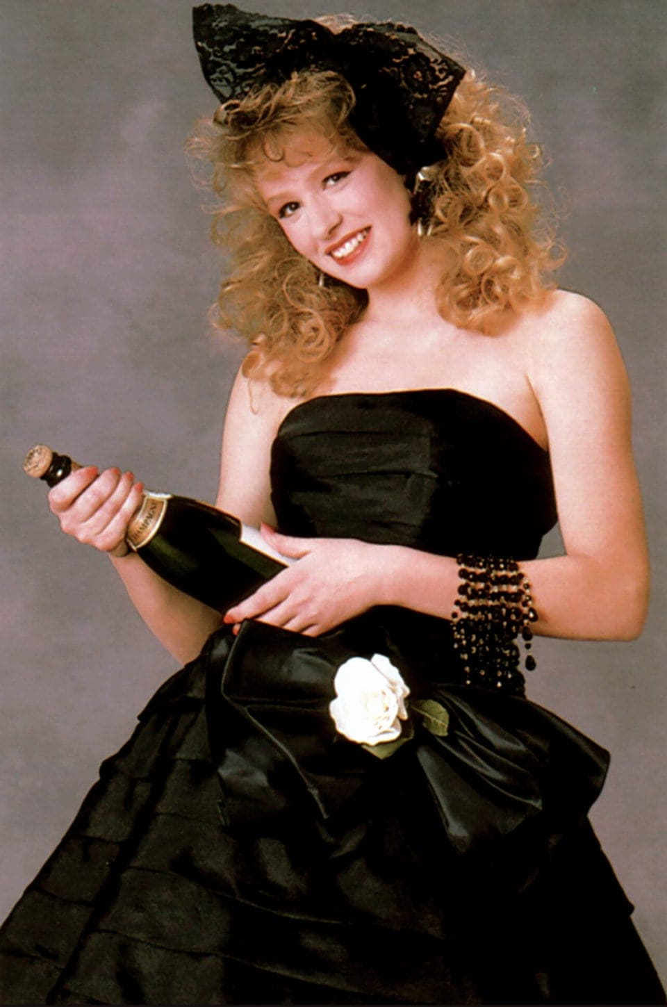 Prom dresses of the 80s - black sleeveless