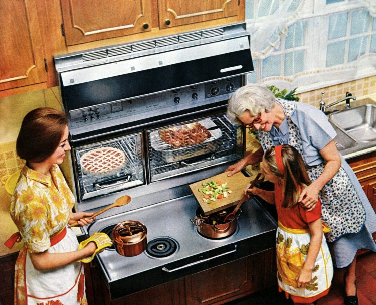 Pull out range - Family friendly kitchen from 1965