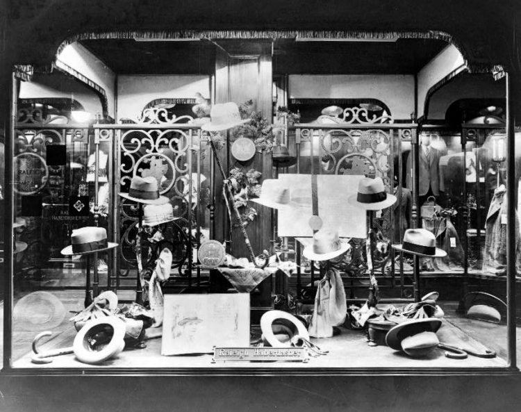 Raleigh Haberdasher show window (1925)