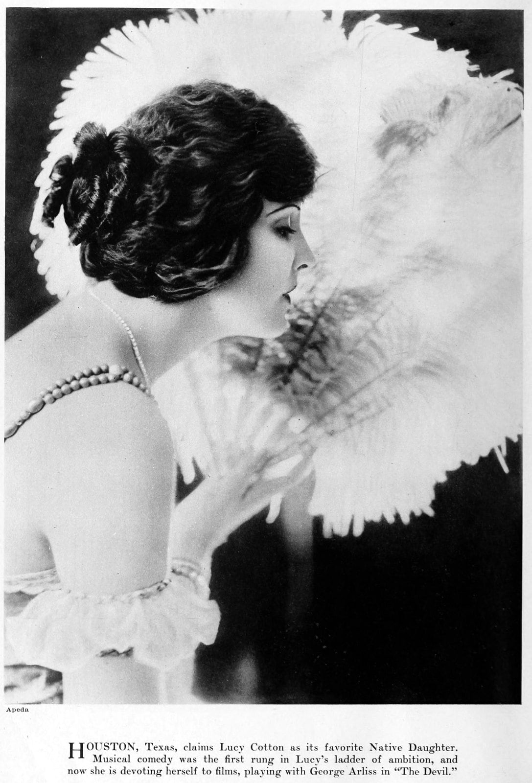 Real vintage 1920s hairstyles for women - actress Lucy Cotton