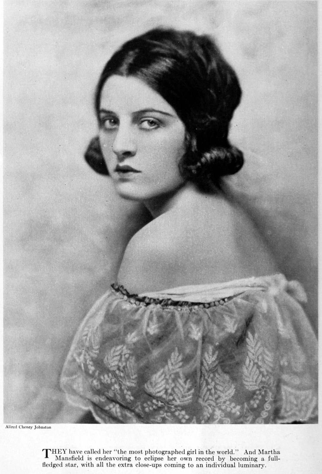 Real vintage 1920s hairstyles for women - actress Martha Mansfield
