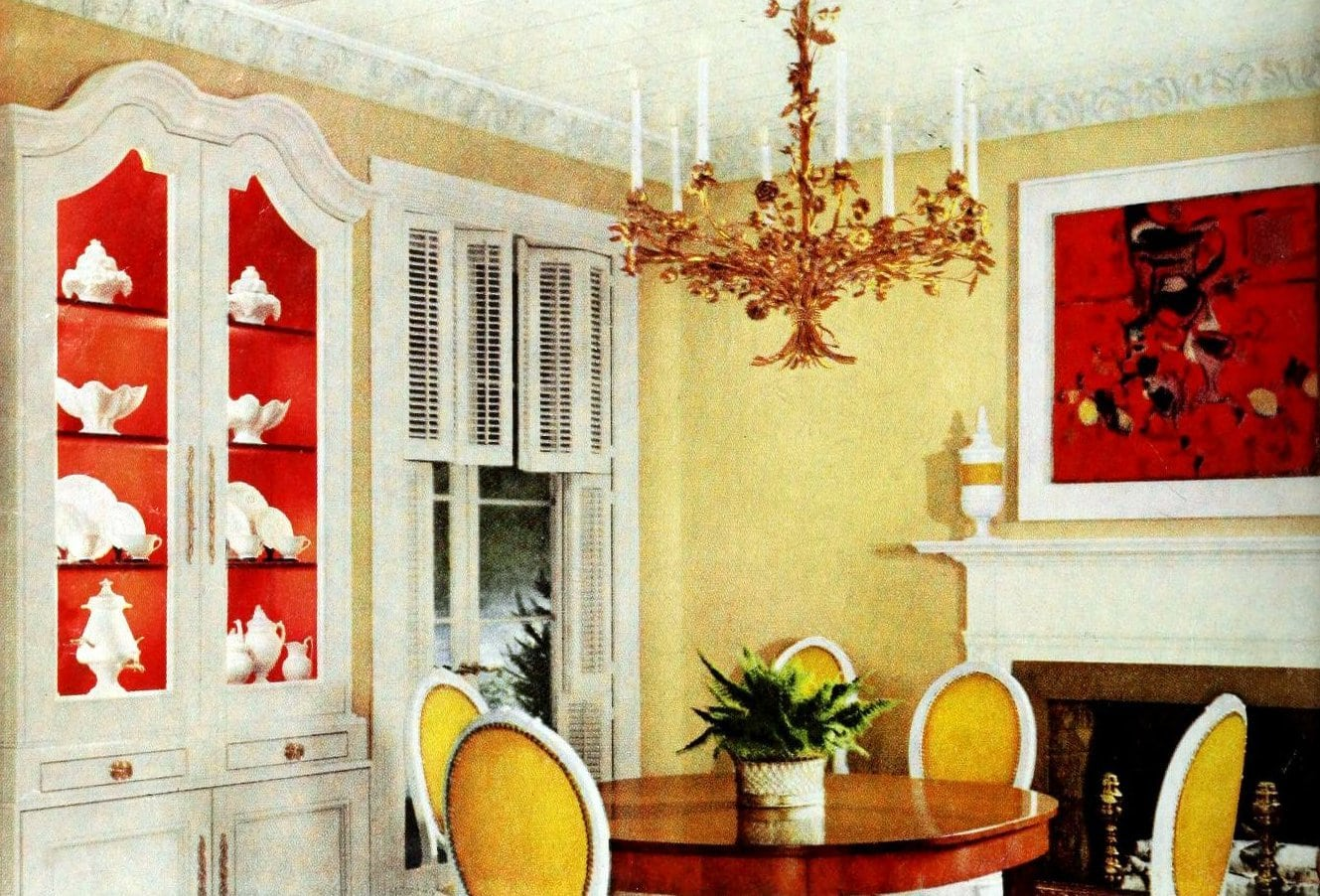 Red and yellow color scheme for a dramatic retro dining room (1950s)