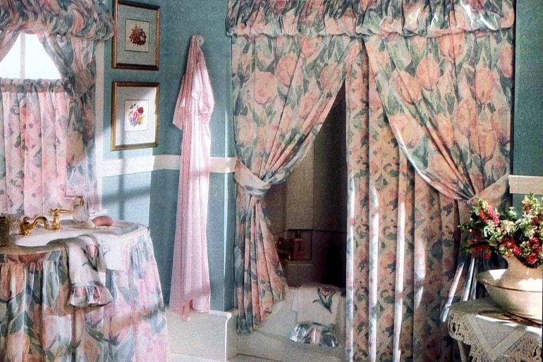 Retro 1990s bathroom decor and accessories