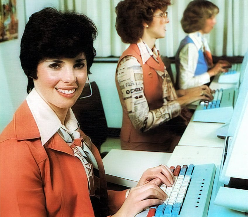 Retro Delta Airlines reservation agent phone lines (1981)
