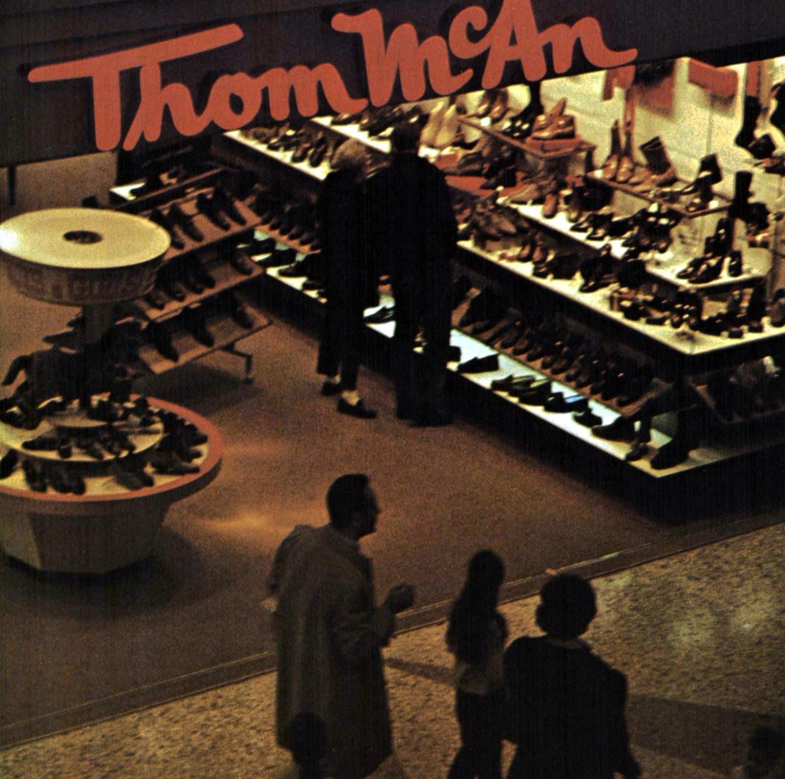 Retro Thom McAn shoe store (1969)