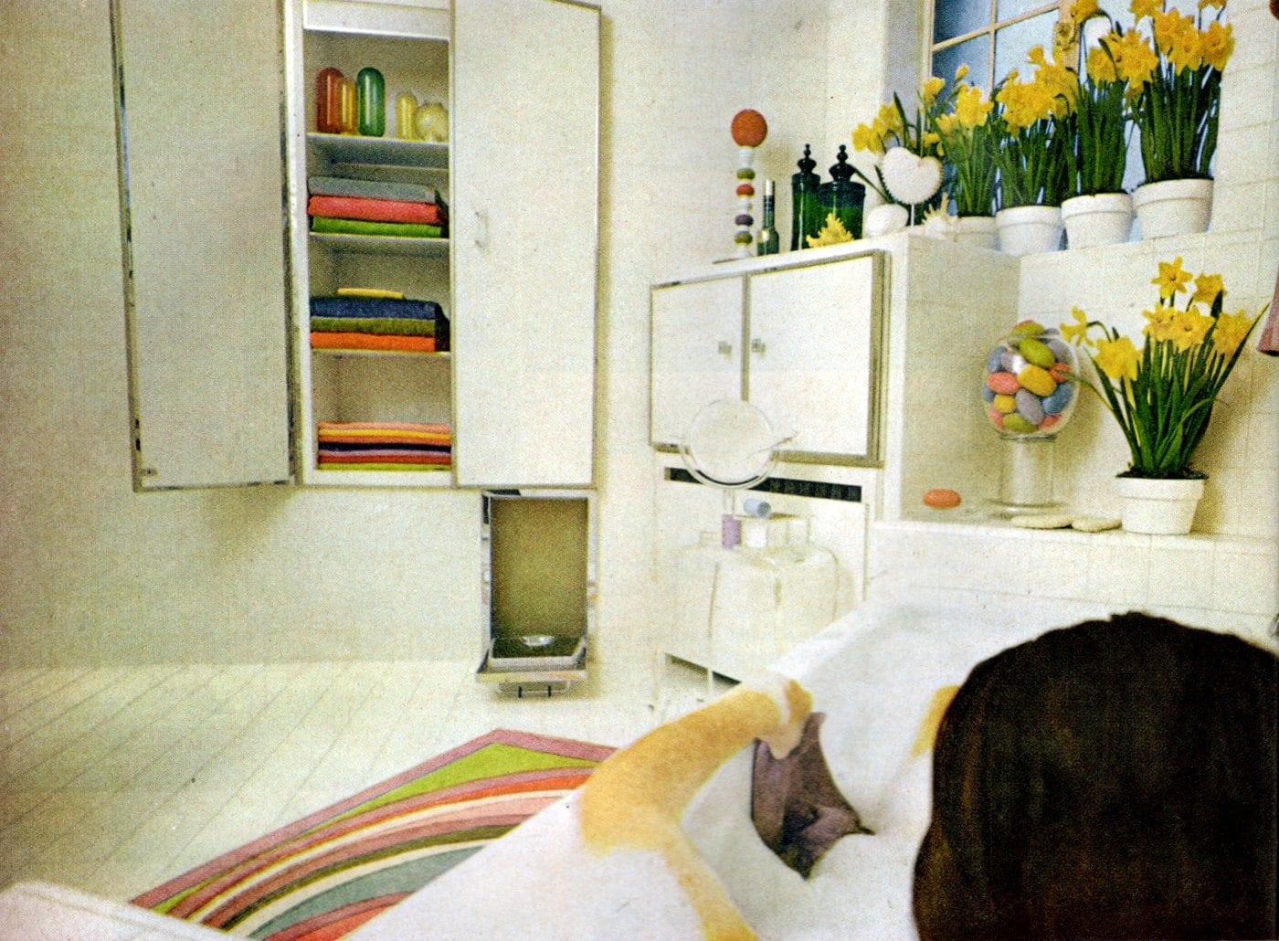 Retro bathroom decor from May 1968 (4)