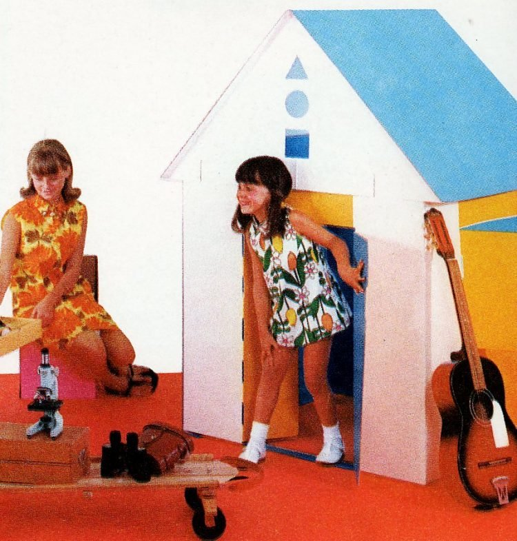 Retro cardboard play house for kids from 1967