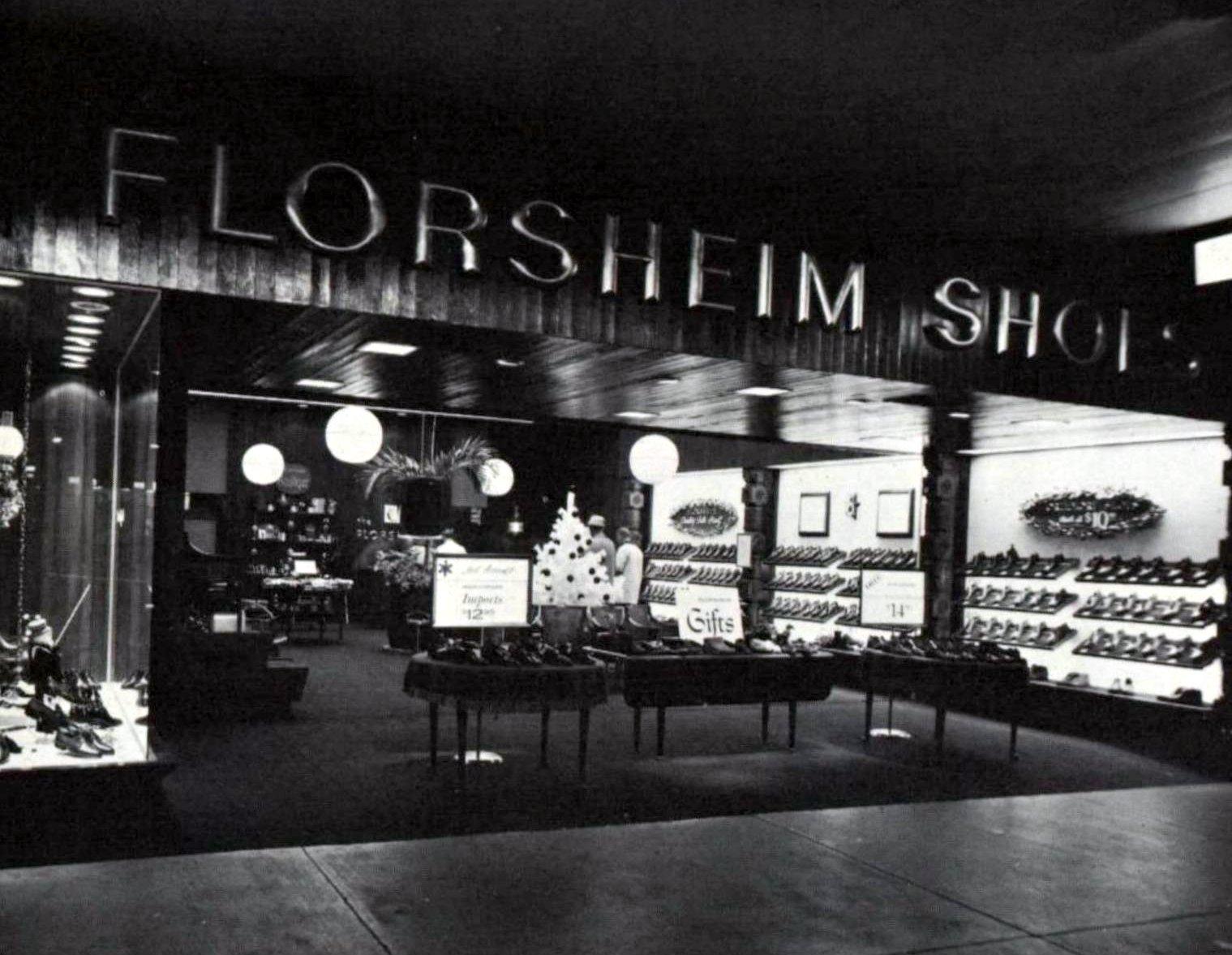 Retro mall shoe store - Florsheim (1963)