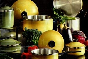Retro pots & pans in the best '70s colors