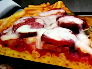 Retro recipe for mac and cheese pizza