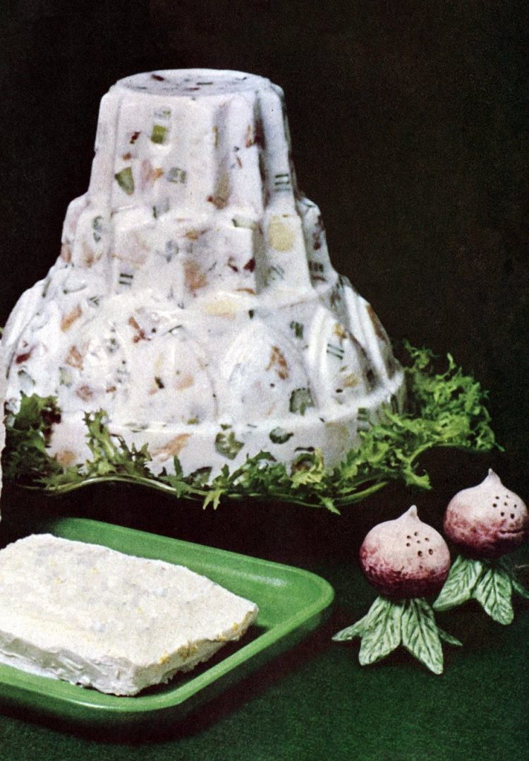 Retro recipe from the 60s - Creamy chicken salad mold